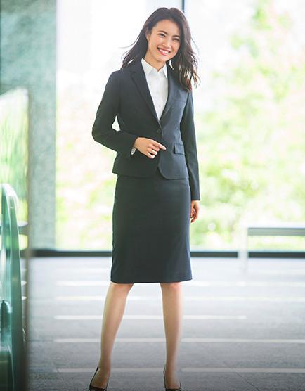 女性薬剤師のスーツ