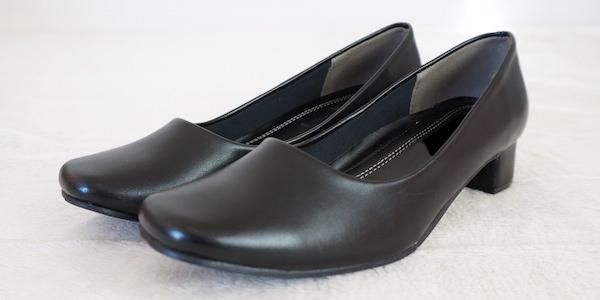 女性薬剤師の靴
